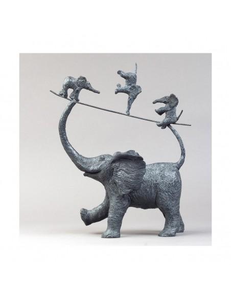 Sculpture de Sophie Verger Mes trois garnements en bronze profil gauche
