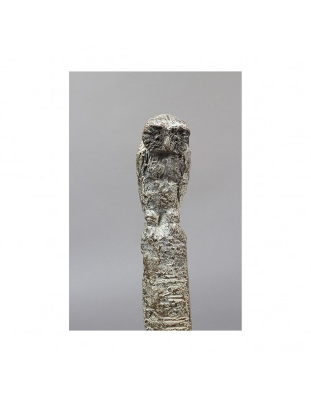 Sculpture de Sophie Verger Jeune philosophe en bronze Détail chouette