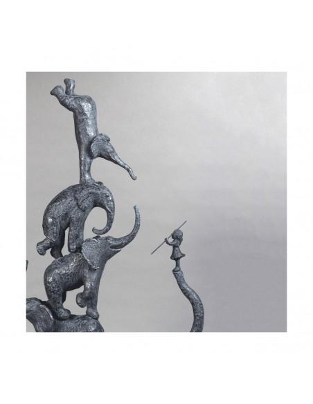 Sculpture de Sophie Verger Cinq éléphants et une fille en bonze, détail éléphanteaux