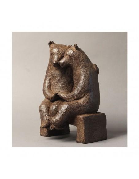 Sculpture de Sophie Verger Les fiancés sur un banc en bronze de face