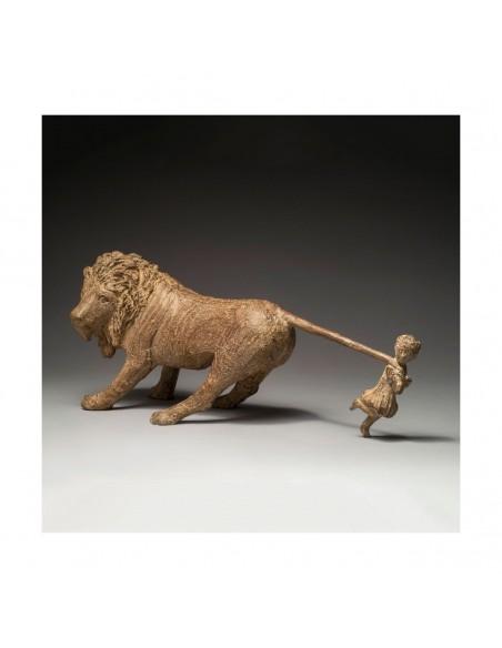 Sculpture de Sophie Verger Jeanne et le lion en bronze