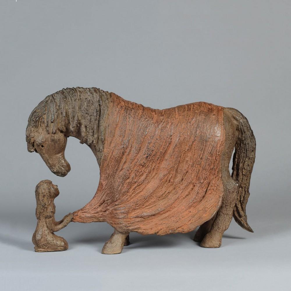 Sculpture de Sophie Verger Bien au chaud en bronze, profil gauche