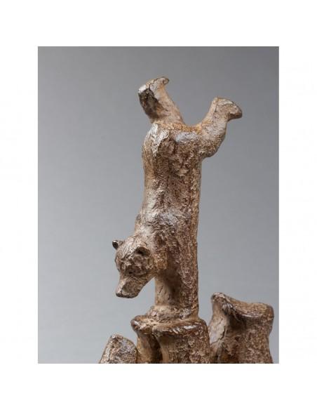 Sculpture de Sophie Verger Ours et son ourson en bronze, détail ourson