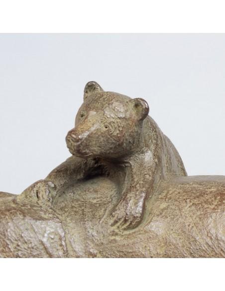 Sculpture de Sophie Verger Trois oursons en bronze, détail ourson