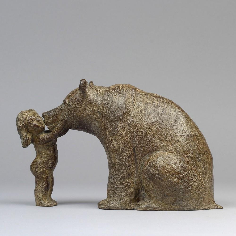 Sculpture de Sophie Verger Mon ours en bronze de profil