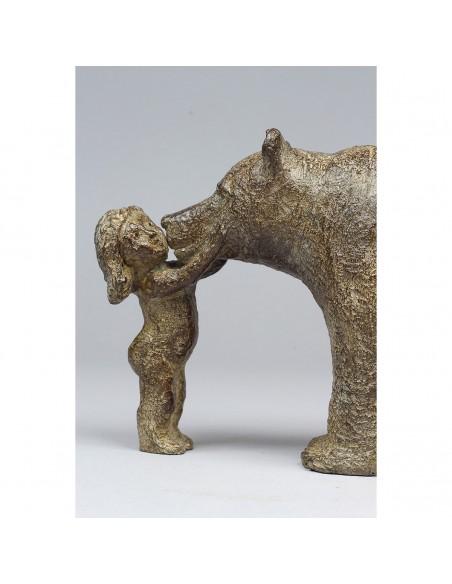 Sculpture de Sophie Verger Mon ours en bronze, détail fille