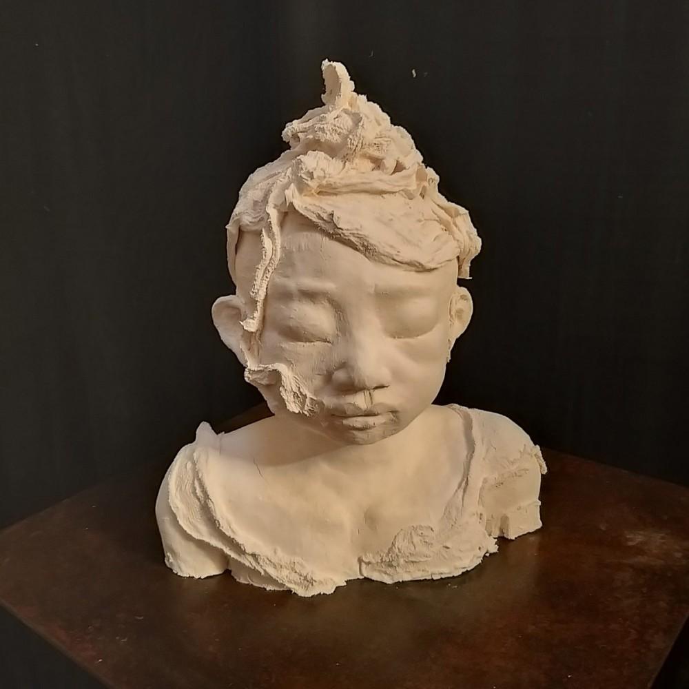 Sculpture de Evelyne Galinski Aïssa en porcelaine