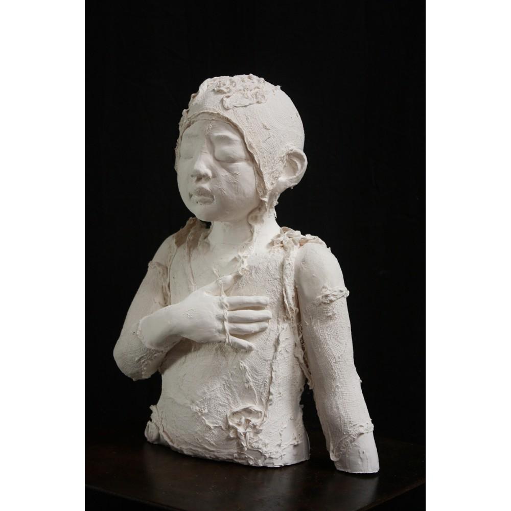 Sculpture de Evelyne Galinski Lue en porcelaine de face