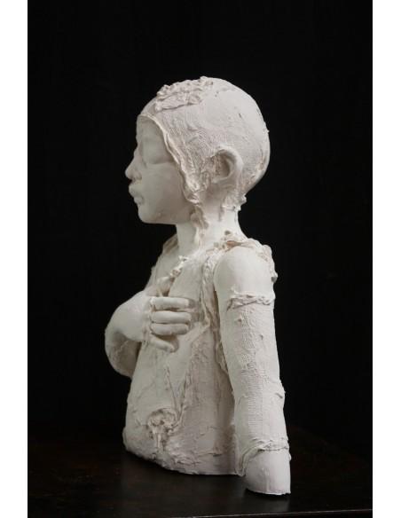Sculpture de Evelyne Galinski Lue en porcelaine, profil gauche