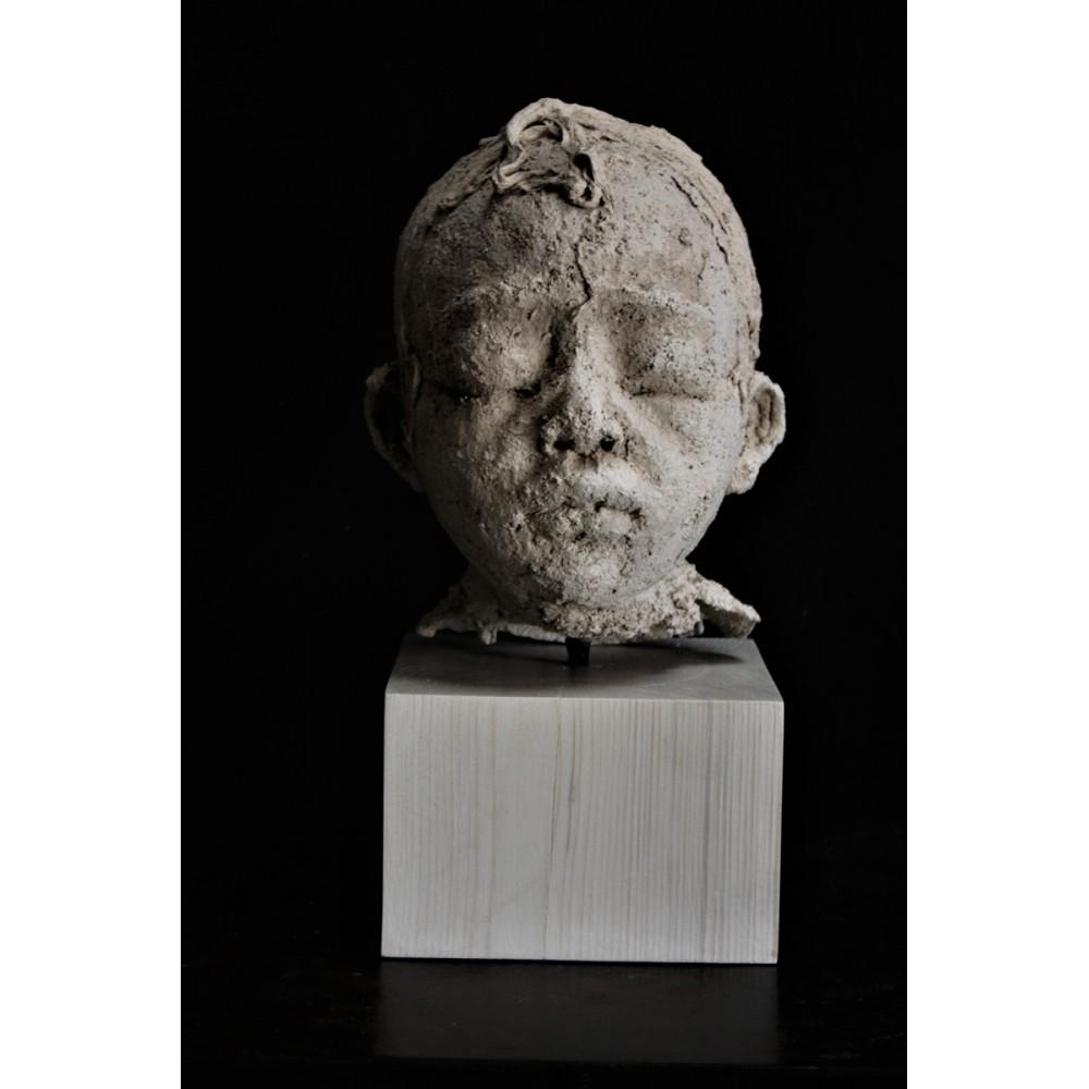 Sculpture de Evelyne Galinski Zan en terre de face